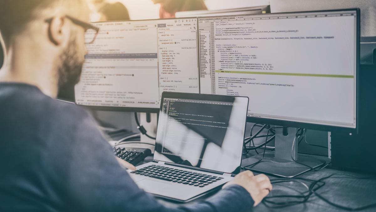 Programmatore Java: cosa fa e quanto guadagna.
